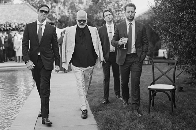 Дерек Бласберг с другими гостями на свадьбе Гвинет Пэлтроу и Брэда Фэлчака