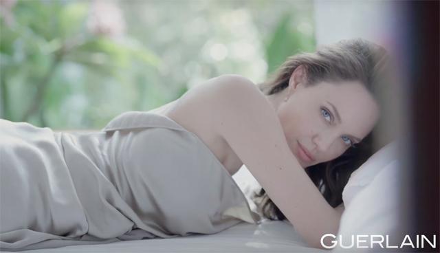 Вышла новая реклама с Анджелиной Джоли. Летняя, нежная и очень красивая