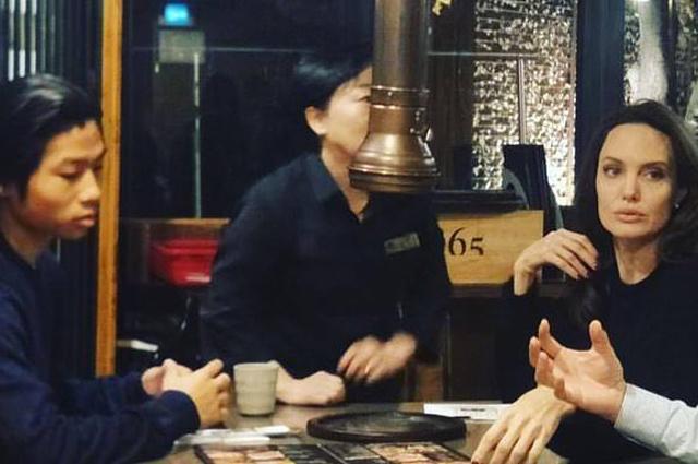 Анджелина Джоли с сыновьями гостит в Сеуле (корейцы в восторге)