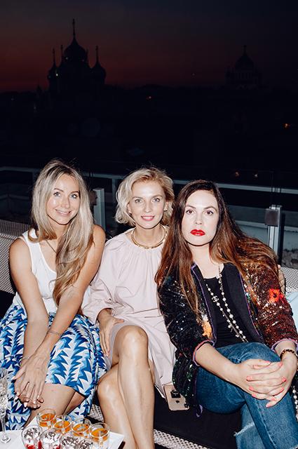Анастасия Рагозина и Екатерина Андреева с гостьей вечеринки