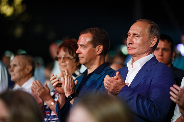 Крымские каникулы холостяков: Путин — на опере в Херсонесе, Шнуров и Крид — на фестивале в Балаклаве