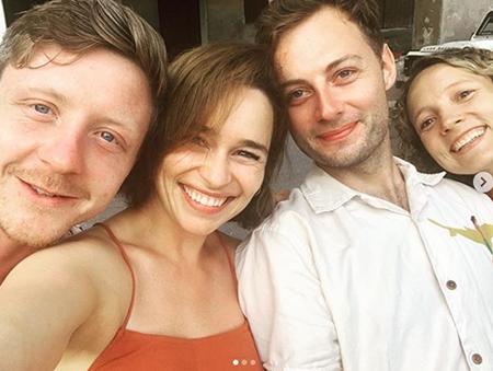 Эмилия Кларк с друзьями