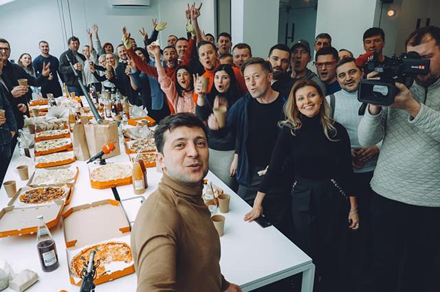 Владимир и Елена Зеленские с командой