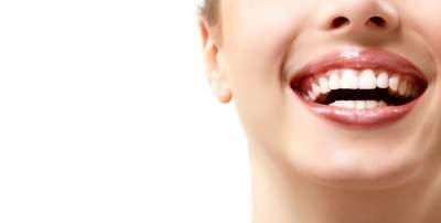 Голливудская улыбка: как отбелить зубы в домашних условиях