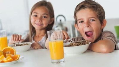 Медики рассказали, какие продукты нельзя давать ребенку на завтрак