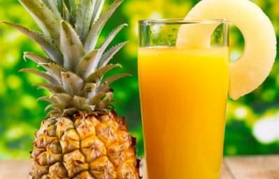 Ученые рассказали, чем полезен ананасовый сок