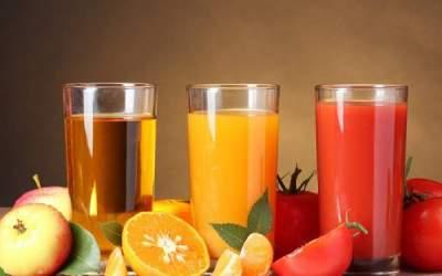 Диетологи объяснили, почему опасно пить натощак фруктовые соки