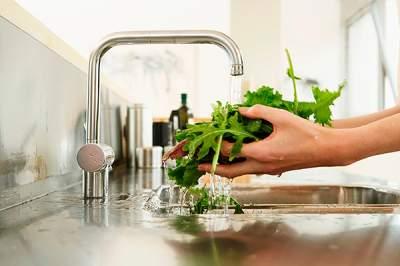 Названы продукты, которые лучше не мыть перед приготовлением