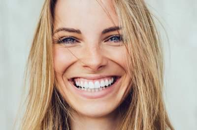 Медики расказали, как отбелить зубы в домашних условиях