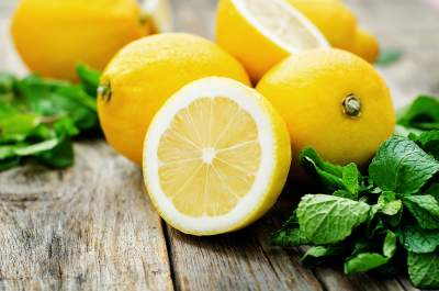 Врачи перечислили целебные свойства лимона