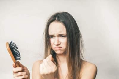Названы проверенные народные средства от выпадения волос