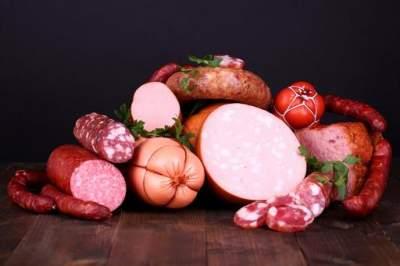 Медики рассказали, почему стоит отказаться от колбасы