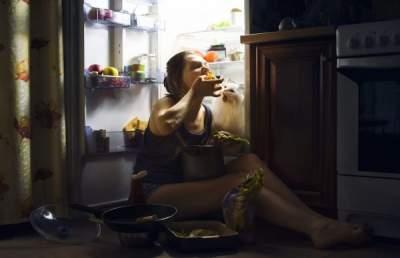 Медики назвали признаки зависимости от еды