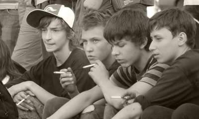 Стало известно, насколько распространено курение среди украинской молодежи