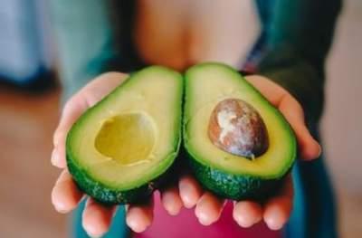 Врачи объяснили, почему полезно есть авокадо