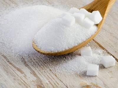 Медики объяснили, почему необходимо регулярно есть сахар