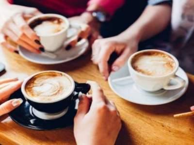 Диетологи объяснили, как кофеин влияет на похудение