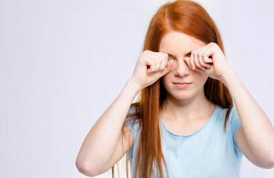 Медики рассказали, почему мы трем глаза
