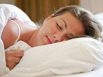 Названа самая вредная поза во сне