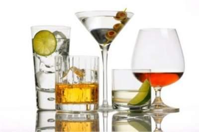 Врачи назвали спиртные напитки, наиболее опасные для организма
