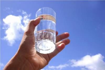 Врачи рассказали, кому полезно пить щелочную воду