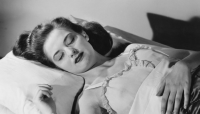 Медики рассказали, почему нельзя спать в бюстгальтере