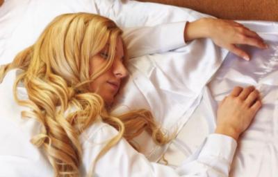 Ученые определили опасную позу для сна