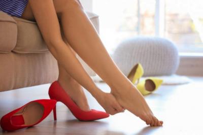 Медики подсказали, как носить каблуки без вреда для здоровья