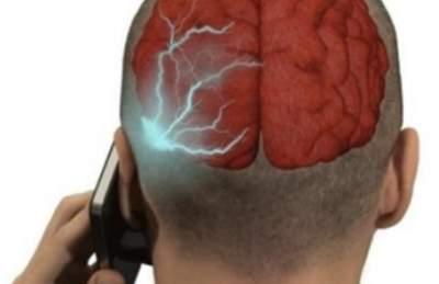Врачи рассказали, как смартфон влияет на здоровье