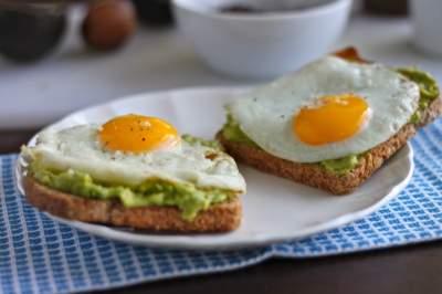 Диетологи назвали полезные продукты для идеального завтрака