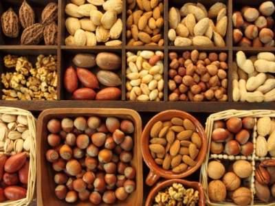 Медики объяснили, почему желательно регулярно есть орехи