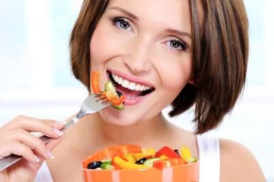Названа диета, помогающая замедлить старение кожи