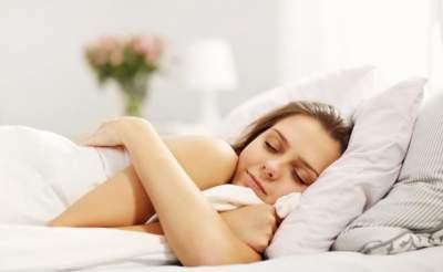 Медики определили самую опасную позу для сна