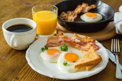 Врачи рассказали, почему мужчинам нельзя пропускать завтрак