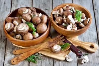 Врачи объяснили, кому желательно регулярно есть грибы
