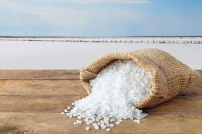 Медики назвали безопасную для здоровья дозу соли