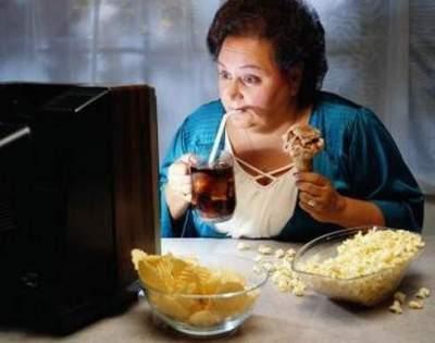 Диетологи назвали привычку, провоцирующую ожирение