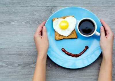 Медики объяснили, почему не нужно отказываться от завтрака