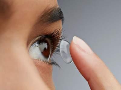 Привычка спать в контактных линзах угрожает потерей зрения