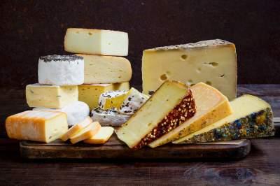 Медики объяснили, как сыр влияет на печень