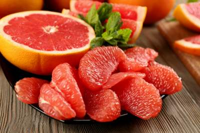Медики рассказали, кому категорически нельзя есть грейпфруты