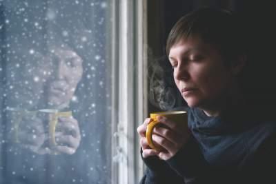 Врачи рассказали, почему в зимние праздники усиливается депрессия