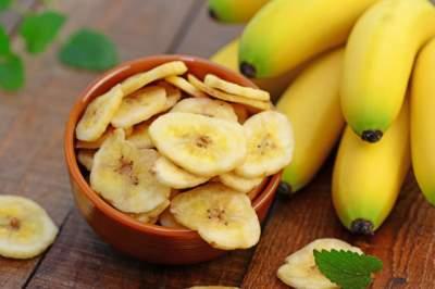 Врачи объяснили, кому вредно есть бананы