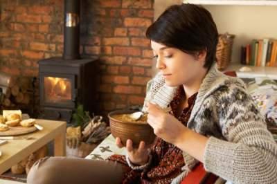 Диетологи рассказали, почему зимой постоянно хочется есть