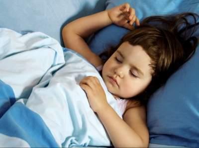 Педиатры рассказали, что делать, если ребенок скрипит зубами во сне