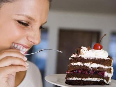 Медики рассказали, что означает желание есть соленое, сладкое или горькое