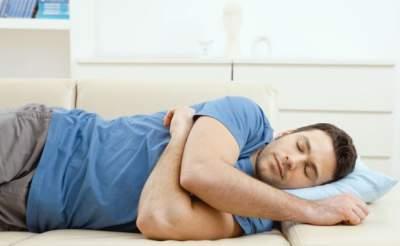Медики рассказали, как короткий сон вредит организму