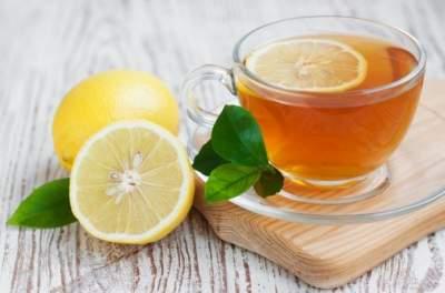 Врачи рассказали, почему чай с лимоном нельзя пить постоянно