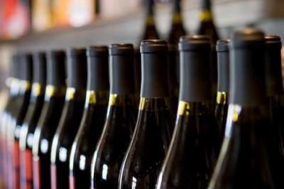 Медики рассказали, безопасно ли покупать вино со скидкой