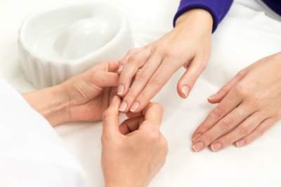 Медики рассказали, какие болезни можно определить по ногтям